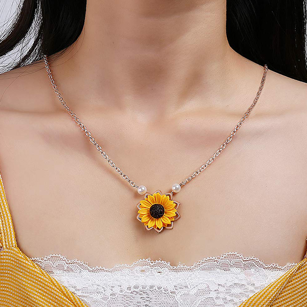 Pearl Decorated Sunflower Chain Necklace - Golden